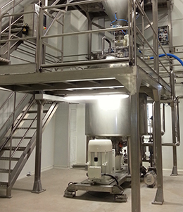 Mezclador en línea sólido-líquido con adición del sólido al depósito